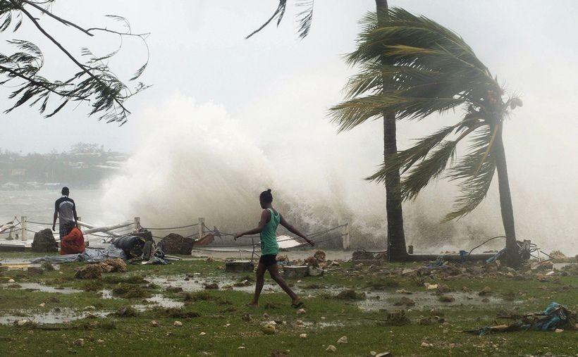 ss-150315-vanuatu-cyclone-mn-05