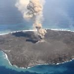 西之島の火山活動が活発化!地震の予兆との噂も