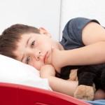 子供を襲う原因不明のまひ エンテロウイルス